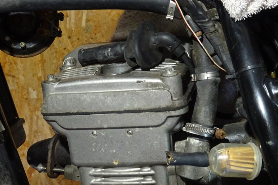 Dans le garage confiné de Marzan: démarreur DSC00028